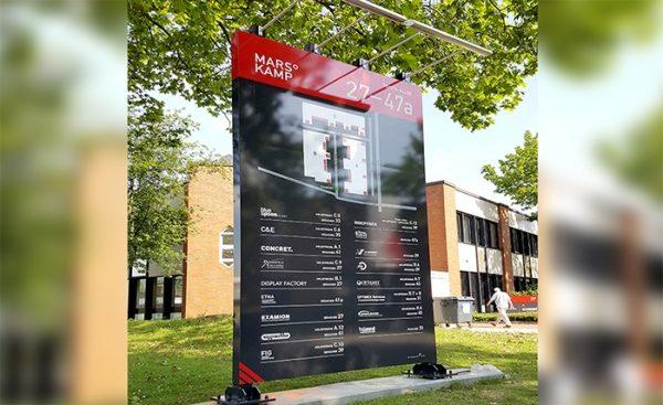 Schilder und Schilderanlagen für Gebäudekomplexe